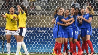 BELO HORIZONTE, BRAZIL - AUGUST 03: Players of France celebrates a scored goal against Colombia during a match between France and Colombia as part of Women's Football - Olympics at Mineirao Stadium on August 3, 2016 in Belo Horizonte, Brazil. (Photo by Pedro Vilela/Getty Images)