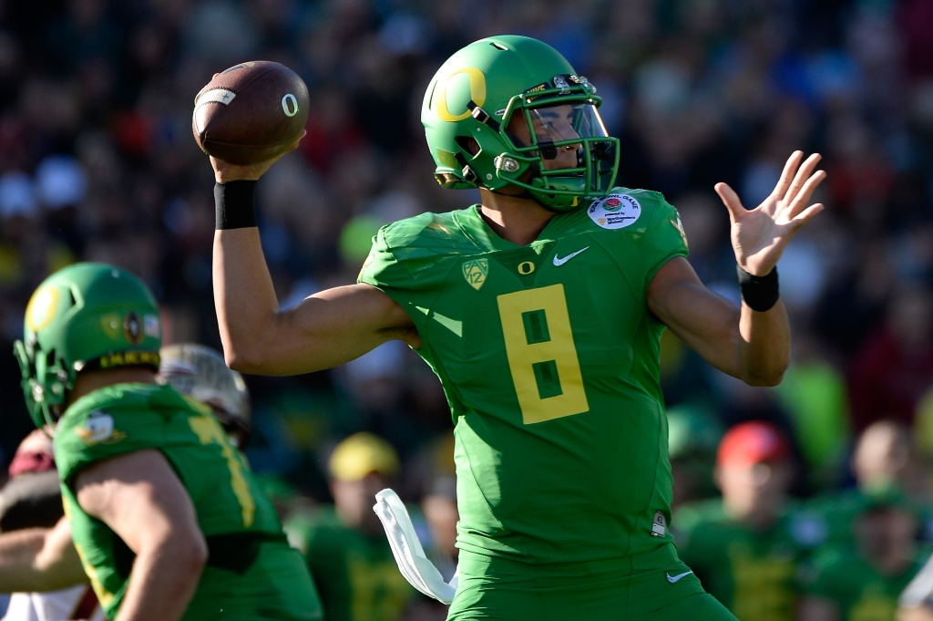 PASADENA, CA - JANUARY 01: Quarterback Marcus Mariota #8 of the Oregon Ducks looks to pass the ball against the Florida State Seminoles during the College Football Playoff Semifinal at the Rose Bowl Game presented by Northwestern Mutual at the Rose Bowl on January 1, 2015 in Pasadena, California. (Photo by Harry How/Getty Images)