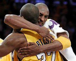 Bryant_Artest_hug.jpg
