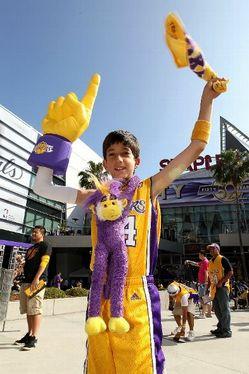 Thumbnail image for Lakers_fan.jpg