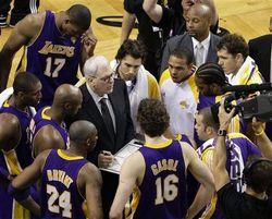 Thumbnail image for Lakers_huddle.jpg