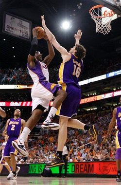 Thumbnail image for Stoudemire_Gasol.jpg