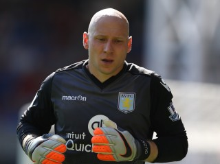 LONDON, ENGLAND - AUGUST 22: Brad Guzan of Aston Villa during the Barclays Premier League match between Crystal Palace and Aston Villa at Selhurst Park on August 22, 2015 in London, England. (Photo by Steve Bardens/Getty Images)