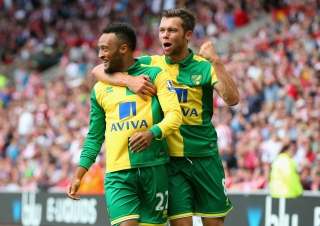 SUNDERLAND, ENGLAND - AUGUST 15:  Hathan Redmond (L) of Norwich City celeberates scoring his team's third goal with his team mates Jonathan Howson (R) during the Barclays Premier League match between Sunderland and Norwich City at the Stadium of Light on August 15, 2015 in Sunderland, United Kingdom.  (Photo by Alex Livesey/Getty Images)