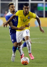 United States' Daniel Williams (14) defends Brazil's Luis Gustavo (17) during the first half of an international friendly soccer match Tuesday, Sept. 8, 2015, in Foxborough, Mass. (AP Photo/Stephan Savoia)