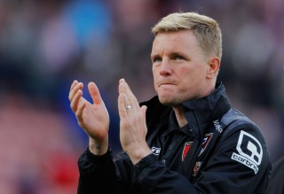 STOKE ON TRENT, ENGLAND - SEPTEMBER 26: Eddie Howe Manager of Bournemouth applauds the supporters after his team's 1-2 defeat in the Barclays Premier League match between Stoke City and A.F.C. Bournemouth at Britannia Stadium on September 26, 2015 in Stoke on Trent, United Kingdom. (Photo by Malcolm Couzens/Getty Images)