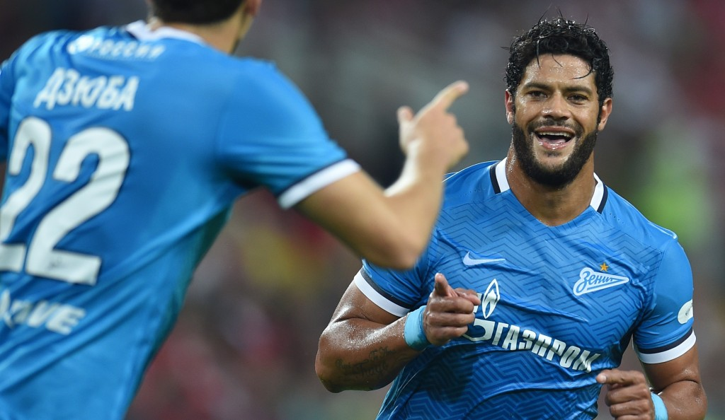 MOSCOW, RUSSIA - SEPTEMBER 26: Hulk and Artem Dzyuba of FC Zenit St. Petersburg celebrate after scoring a goal during the Russian Premier League match between FC Spartak Moscow and FC Zenit St. Petersburg at the Arena Otkritie Stadium on September 26, 2015 in Moscow, Russia. (Photo by Epsilon/Getty Images)