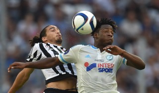 MARSEILLE, FRANCE - AUGUST 01: Michy Batshuayi (R) of Olympique de Marseille goes up with Martin Caceres of Juventus FC during the preseason friendly match between Olympique de Marseille and Juventus FC at Stade Velodrome on August 1, 2015 in Marseille, France. (Photo by Valerio Pennicino/Getty Images)