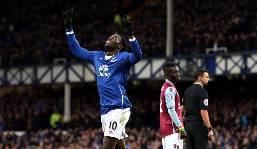 LIVERPOOL, ENGLAND - NOVEMBER 21: Romelu Lukaku of Everton celebrates scoring his team's second goal during the Barclays Premier League match between Everton and Aston Villa at Goodison Park on November 21, 2015 in Liverpool, England. (Photo by Nigel Roddis/Getty Images)