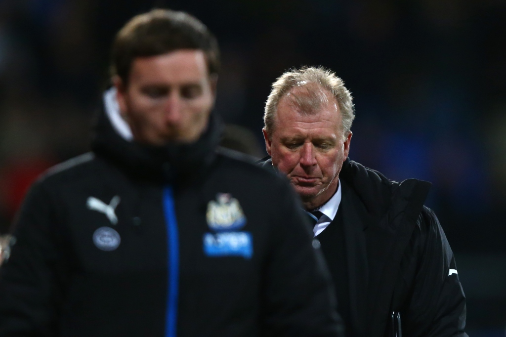 LONDON, ENGLAND - NOVEMBER 28: Steve McClaren manager of Newcastle United leaves the pitch after his team's 1-5 defeat in the Barclays Premier League match between Crystal Palace and Newcastle United at Selhurst Park on November 28, 2015 in London, England. (Photo by Clive Rose/Getty Images)