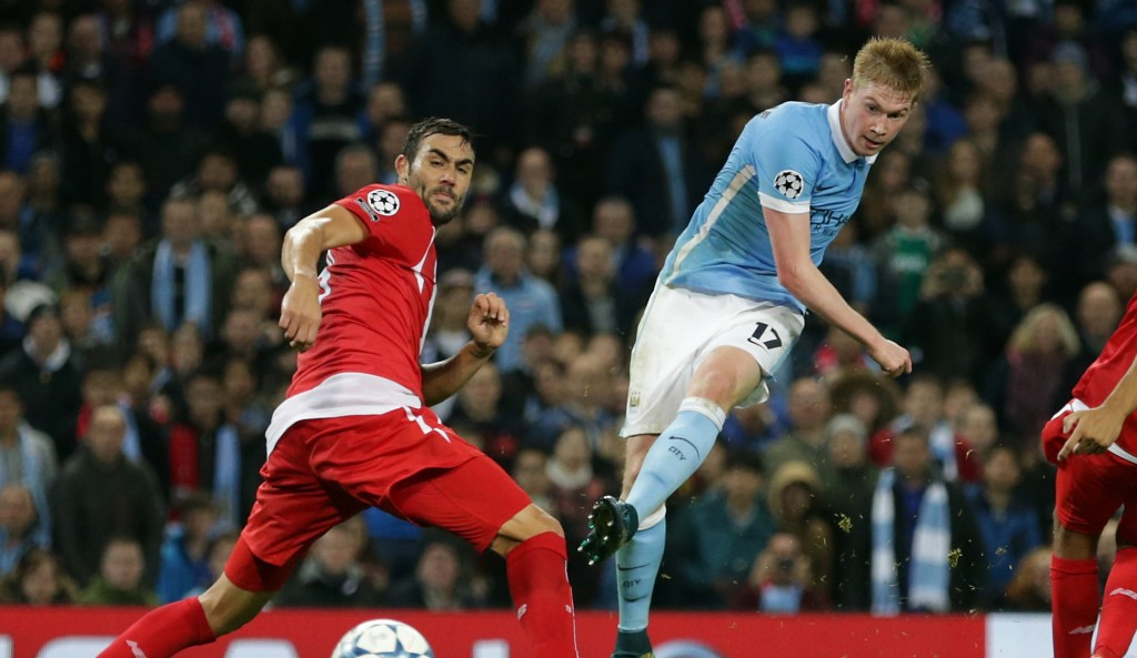 Manchester City's Kevin De Bruyne, centre, shoots and score his sides second goal during the Champions League Group D soccer match between Manchester City and Sevilla at the Etihad Stadium, Manchester, England, Wednesday, Oct. 21, 2015. (AP Photo/Clint Hughes)