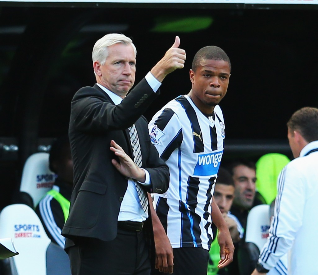NEWCASTLE UPON TYNE, ENGLAND - AUGUST 31: Newcastle United manager Alan Pardew signals as Loic Remy prepares to come on during the Barclays Premier League match between Newcastle United and Fulham at St James' Park on August 31, 2013 in Newcastle upon Tyne, England. (Photo by Julian Finney/Getty Images)
