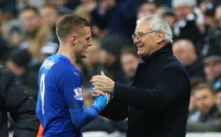 NEWCASTLE, ENGLAND - NOVEMBER 21: Leicester City's manager Claudio Ranieri congratulates Jamie Vardy of Leicester City during the Barclays Premier League match between Newcastle and Leicester City at St James Park on November 21, 2015 in Newcastle, England. (Photo by Ian MacNicol/Getty images)