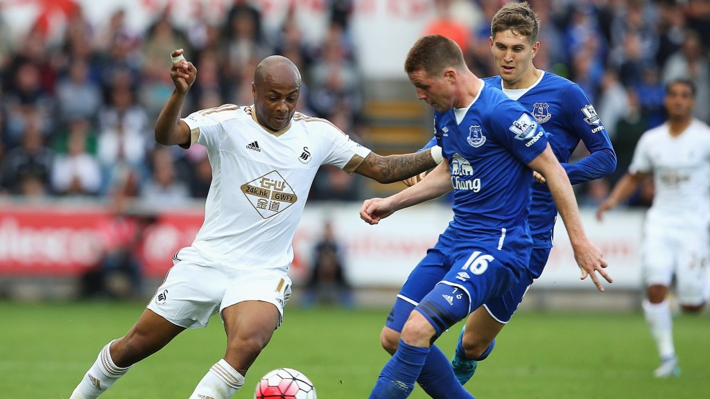 SWANSEA, WALES - SEPTEMBER 19: Andre Ayew of Swansea City and James McCarthy of Everton compete for the ball during the Barclays Premier League match between Swansea City and Everton at the Liberty Stadium on September 19, 2015 in Swansea, United Kingdom.  (Photo by Jan Kruger/Getty Images)