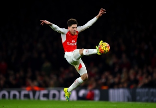 LONDON, ENGLAND - JANUARY 24: Hector Bellerin of Arsenal leaps to control the ball during the Barclays Premier League match between Arsenal and Chelsea at Emirates Stadium on January 24, 2016 in London, England. (Photo by Shaun Botterill/Getty Images)