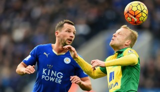 LEICESTER, ENGLAND - FEBRUARY 27: Danny Drinkwater of Leicester City battles with Steven Naismith of Norwich City during the Barclays Premier League match between Leicester City and Norwich City at The King Power Stadium on February 27, 2016 in Leicester, England. (Photo by Laurence Griffiths/Getty Images)