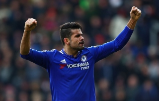 SOUTHAMPTON, ENGLAND - FEBRUARY 27: Diego Costa of Chelsea celebrates his team's second goal during the Barclays Premier League match between Southampton and Chelsea at St Mary's Stadium on February 27, 2016 in Southampton, England. (Photo by Clive Rose/Getty Images)