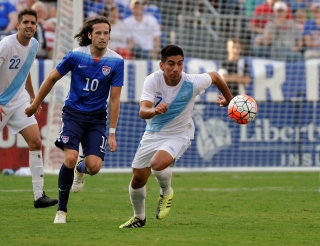 NASHVILLE, TN - JULY 03: Mix Diskerud #10 of the United States chases Jairo Arreloa #7 of Guatemala during the first half of an international friendly soccer match at Nissan Stadium on July 3, 2015 in Nashville, Tennessee. (Photo by Frederick Breedon/Getty Images)