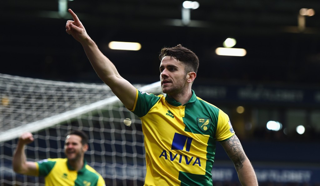 WEST BROMWICH, ENGLAND - MARCH 19:  Robbie Brady of Norwich City celebrates scoring his team's first goal during the Barclays Premier League match between West Bromwich Albion and Norwich City at The Hawthorns on March 19, 2016 in West Bromwich, United Kingdom.  (Photo by Laurence Griffiths/Getty Images)