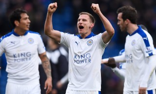 LONDON, ENGLAND - MARCH 19: Marc Albrighton and Leicester City players celebrate their 1-0 win in the Barclays Premier League match between Crystal Palace and Leicester City at Selhurst Park on March 19, 2016 in London, United Kingdom. (Photo by Mike Hewitt/Getty Images)