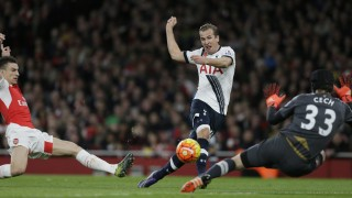 Tottenham's Harry Kane scores a goal during the English Premier League soccer match between Arsenal and Tottenham Hotspur at the Emirates Stadium in London, Sunday Nov. 8, 2015. (AP Photo/Tim Ireland)