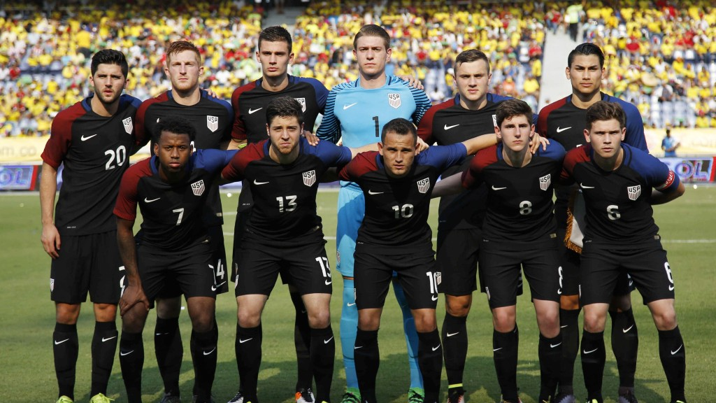 United States' team pose for a group photo prior to the U-23 first leg soccer match qualifier for the 2016 Rio Olympics against Colombia at the Roberto Melendez Stadium in Barranquilla, Colombia, Friday, March 25, 2016. (AP Photo/Fernando Vergara)