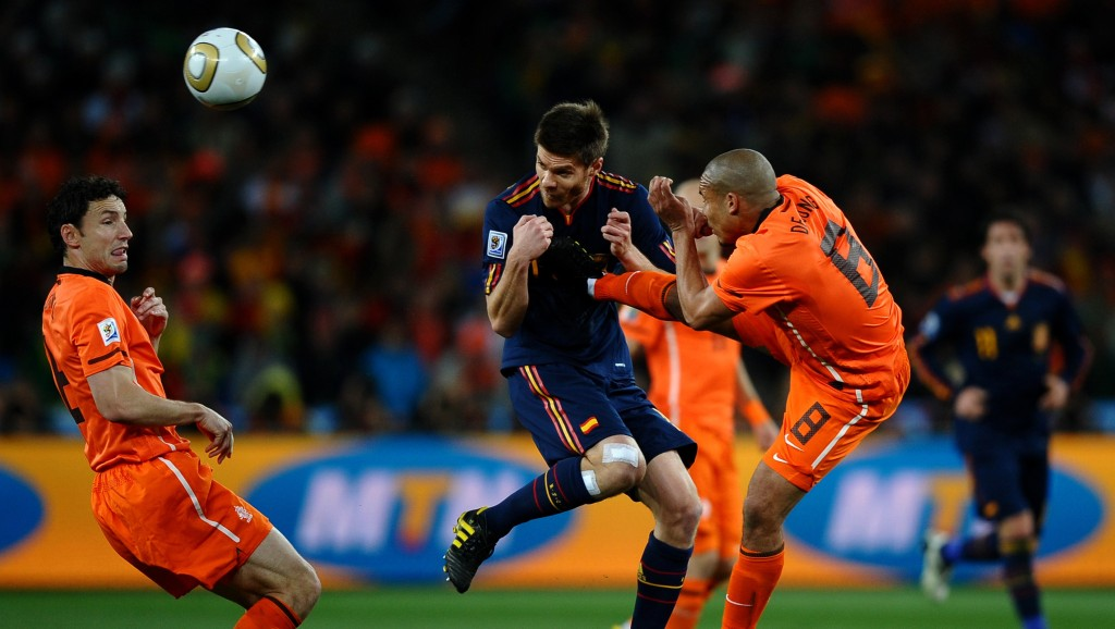 JOHANNESBURG, SOUTH AFRICA - JULY 11: Nigel De Jong of the Netherlands tackles Xabi Alonso of Spain during the 2010 FIFA World Cup South Africa Final match between Netherlands and Spain at Soccer City Stadium on July 11, 2010 in Johannesburg, South Africa. (Photo by Laurence Griffiths/Getty Images)