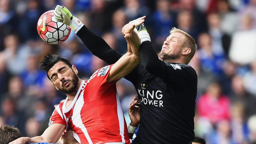 LEICESTER, ENGLAND - APRIL 03: Goalkeeper Kasper Schmeichel of Leicester City attempts to punch clear from Graziano Pelle of Southampton during the Barclays Premier League match between Leicester City and Southampton at The King Power Stadium on April 3, 2016 in Leicester, England. (Photo by Laurence Griffiths/Getty Images)