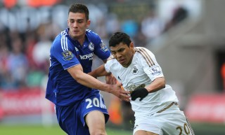 SWANSEA, UNITED KINGDOM - APRIL 09: Jefferson Montero of Swansea City and Matt Miazga of Chelsea compete for the ball during the Barclays Premier League match between Swansea City and Chelsea at the Liberty Stadium on April 9, 2016 in Swansea, Wales. (Photo by Alex Morton/Getty Images)