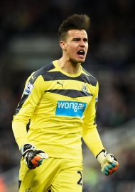 NEWCASTLE UPON TYNE, ENGLAND - APRIL 19: Goalkeeper Karl Darlow of Newcastle United celebrates after teamate Vurnon Anita scores a goal to level the scores at 1-1 during the Barclays Premier League match between Newcastle United and Manchester City at St James' Park on April 19, 2016 in Newcastle, England. (Photo by Stu Forster/Getty Images)