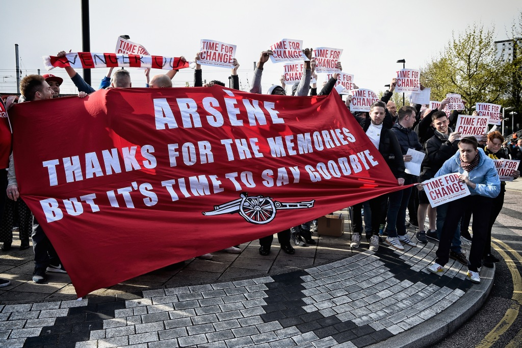 LONDON, ENGLAND - APRIL 30: (EDITORS NOTE: This image was processed using digital filters) Arsenal supporters hold a banner saying 'Arsene Thanks for the Memories But It's Time To Say Goodbye' prior the Barclays Premier League match between Arsenal and Norwich City at The Emirates Stadium on April 30, 2016 in London, England (Photo by Mike Hewitt/Getty Images)