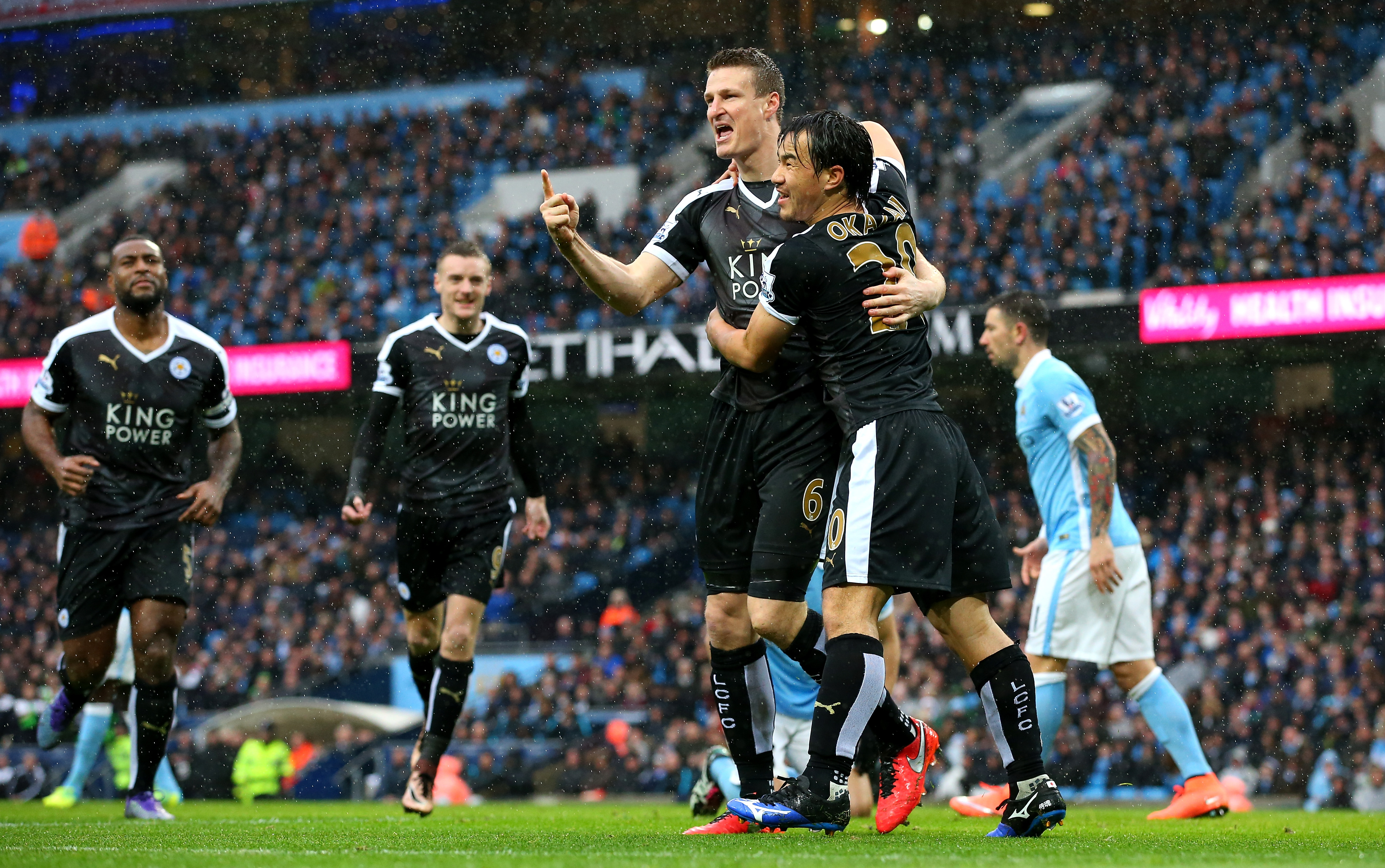 MANCHESTER, ENGLAND - FEBRUARY 06: Robert Huth (3rd L) of Leicester City celebrates scoring his team's first goal with his team mate Shinji Okazaki (2nd R) during the Barclays Premier League match between Manchester City and Leicester City at the Etihad Stadium on February 6, 2016 in Manchester, England. (Photo by Alex Livesey/Getty Images)