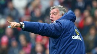 SUNDERLAND, ENGLAND - MAY 07: Sam Allardyce, manager of Sunderland gestures during the Barclays Premier League match between Sunderland and Chelsea at the Stadium of Light on May 7, 2016 in Sunderland, United Kingdom. (Photo by Ian MacNicol/Getty Images)