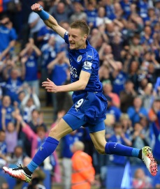 LEICESTER, ENGLAND - MAY 07:  Jamie Vardy of Leicester City celebrates scoring his team's third goal during the Barclays Premier League match between Leicester City and Everton at The King Power Stadium on May 7, 2016 in Leicester, United Kingdom.  (Photo by Michael Regan/Getty Images)
