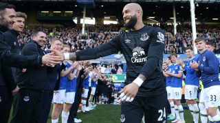 LIVERPOOL, UNITED KINGDOM - MAY 15: Tim Howard of Everton shakes hands with team mates after his final Everton match during the Barclays Premier League match between Everton and Norwich City at Goodison Park on May 15, 2016 in Liverpool, England. (Photo by Chris Brunskill/Getty Images)