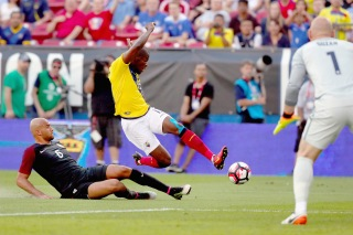 FRISCO, TX - MAY 25:  Christian Noboa #6 of Ecuador takes a shot against John Brooks #6 of the United States and Brad Guzman #1 of the United States in the first half during an International Friendly match at Toyota Stadium on May 25, 2016 in Frisco, Texas.  (Photo by Tom Pennington/Getty Images)
