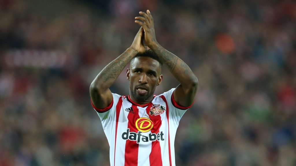 SUNDERLAND, ENGLAND - MAY 11: Jermain Defoe of Sunderland celebrates staying in the Premier League after victory during the Barclays Premier League match between Sunderland and Everton at the Stadium of Light on May 11, 2016 in Sunderland, England. (Photo by Ian MacNicol/Getty Images)