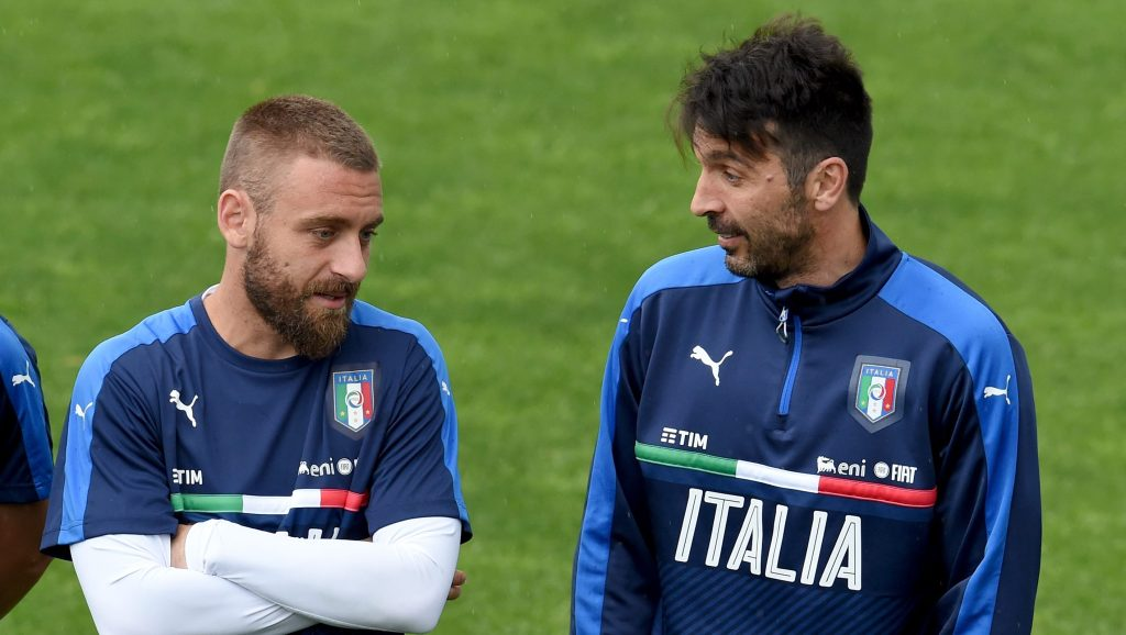 FLORENCE, ITALY - JUNE 01: Daniele De Rossi (L) and Gianluigi Buffon chat during the Italy training session at the club's training ground at Coverciano on June 01, 2016 in Florence, Italy. (Photo by Claudio Villa/Getty Images)