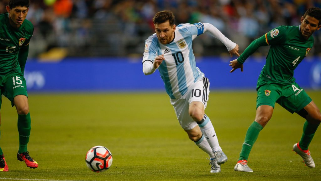SEATTLE, WA - JUNE 14:  Lionel Messi #10 of Argentina dribbles against Bolivia during the 2016 Copa America Centenario Group D match at CenturyLink Field on June 14, 2016 in Seattle, Washington.  (Photo by Otto Greule Jr/Getty Images)