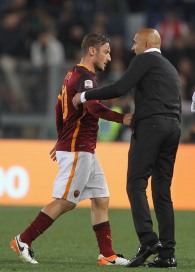 ROME, ITALY - APRIL 20: Francesco Totti and his head coach Luciano Spalletti of AS Roma react after the Serie A match between AS Roma and Torino FC at Stadio Olimpico on April 20, 2016 in Rome, Italy. (Photo by Paolo Bruno/Getty Images)