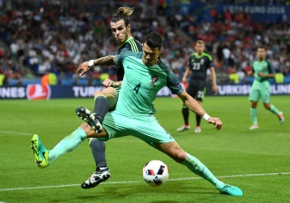 LYON, FRANCE - JULY 06: Gareth Bale of Wales battles for the ball with Jose Fonte of Portugal during the UEFA EURO 2016 semi final match between Portugal and Wales at Stade des Lumieres on July 6, 2016 in Lyon, France. (Photo by Michael Regan/Getty Images)