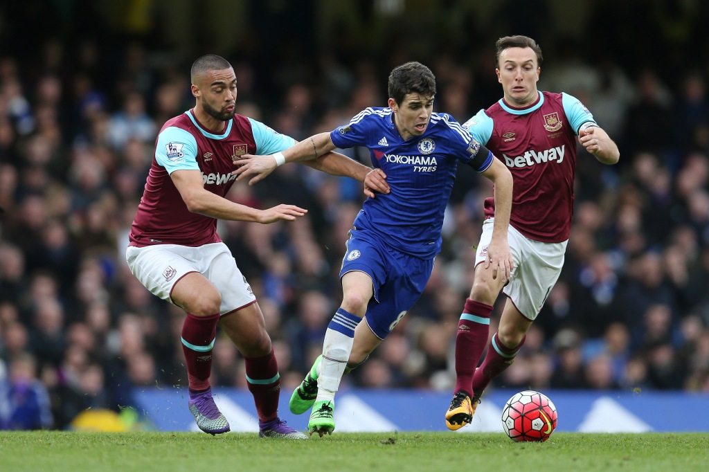 LONDON, ENGLAND - MARCH 19: Oscar (C) of Chelsea controls the ball under pressure of Winston Reid (L) and Mark Noble (R) of West Ham United during the Barclays Premier League match between Chelsea and West Ham United at Stamford Bridge on March 19, 2016 in London, United Kingdom. (Photo by Alex Morton/Getty Images)