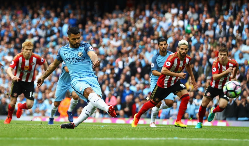 MANCHESTER, ENGLAND - AUGUST 13: Sergio Aguero of Manchester City scores his sides first goal during the Premier League match between Manchester City and Sunderland at Etihad Stadium on August 13, 2016 in Manchester, England.  (Photo by Michael Steele/Getty Images)