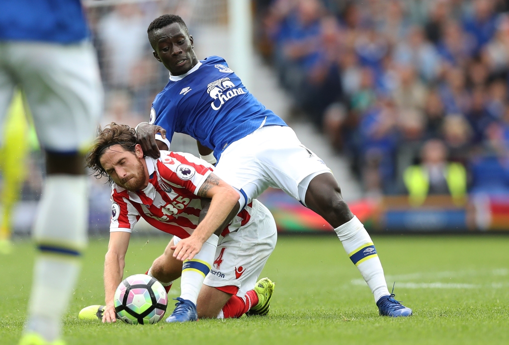 LIVERPOOL, ENGLAND - AUGUST 27: Joe Allen of Stoke City is tackled by Idrissa Gueye of Everton during the Premier League match between Everton and Stoke City at Goodison Park on August 27, 2016 in Liverpool, England. (Photo by Lynne Cameron/Getty Images)