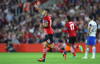 SOUTHAMPTON, ENGLAND - SEPTEMBER 15: Charlie Austin of Southampton celebrates scoing his second during the UEFA Europa League Group K match between Southampton FC and AC Sparta Praha at St Mary's Stadium on September 15, 2016 in Southampton, England. (Photo by Warren Little/Getty Images)