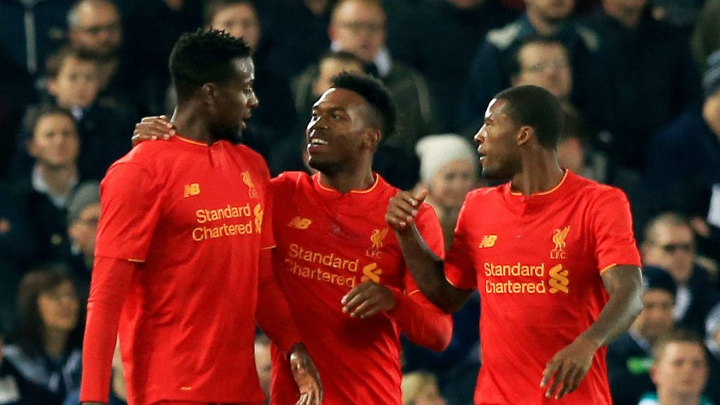 LIVERPOOL, ENGLAND - OCTOBER 25: Daniel Sturridge of Liverpool (C) celebrates scoring his sides first goal with his Liverpool team mates during the EFL Cup fourth round match between Liverpool and Tottenham Hotspur at Anfield on October 25, 2016 in Liverpool, England. (Photo by Jan Kruger/Getty Images)