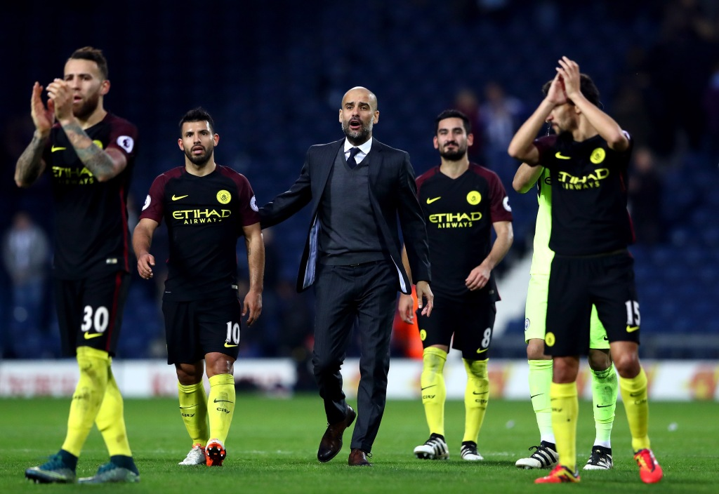 WEST BROMWICH, ENGLAND - OCTOBER 29: Manager Josep Guardiola (C), and Manchester City players appluad supporters after the Premier League match between West Bromwich Albion and Manchester City at The Hawthorns on October 29, 2016 in West Bromwich, England. (Photo by Matthew Lewis/Getty Images)