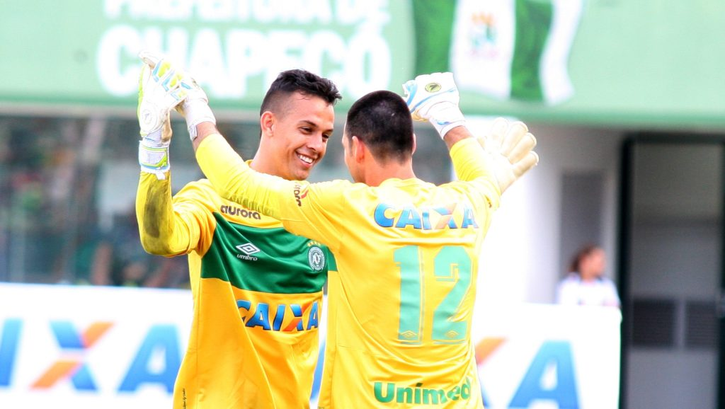 CHAPECO, BRAZIL - NOVEMBER 30: Goalkeepers #1 Danilo (L) and Nivaldo #12 of Chapecoense celbrate during a match between Chapecoense and Cruzeiro for the Brazilian Series A 2014 at Arena Conda Stadium on November 30, 2014 in Chapeco, Brazil. (Photo by Alan Pedro/Getty Images)