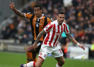 HULL, ENGLAND - OCTOBER 22: Geoff Cameron of Stoke City and Tom Huddlestone of Hull City compete for the ball during the Premier League match between Hull City and Stoke City at the KCom Stadium on October 22, 2016 in Hull, England. (Photo by Nigel Roddis/Getty Images)