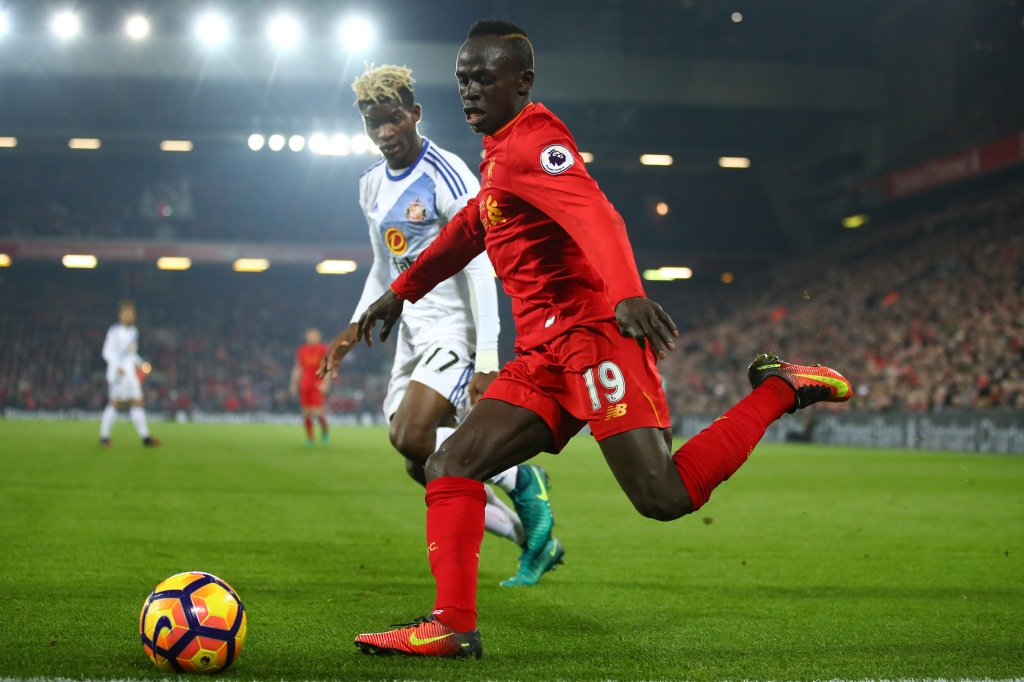 LIVERPOOL, ENGLAND - NOVEMBER 26: Sadio Mane of Liverpool and Dider Ndong of Sunderland compete for the ball during the Premier League match between Liverpool and Sunderland at Anfield on November 26, 2016 in Liverpool, England. (Photo by Clive Brunskill/Getty Images)
